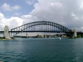 clear_shot_harbor_bridge_opera_house_plaza