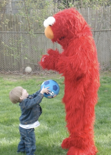 j_hands_ball_to_elmo_2ndbday