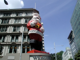 santa_at_whitecoulls_small