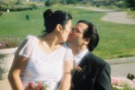 viv_kisses_bill_outside